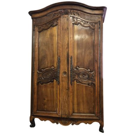 antique-furniture-OYEA4P-1