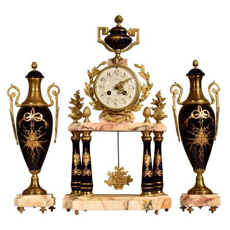 antique-clock-KWOL2P